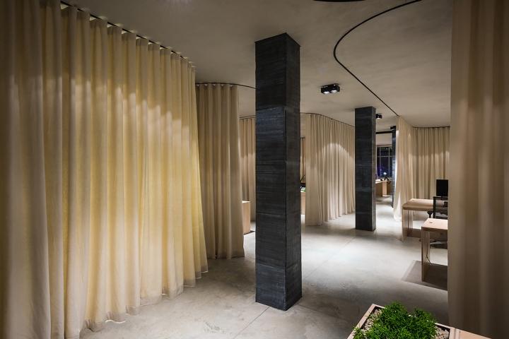 Un curtain office by dekleva gregoric architects for Design hotel ljubljana