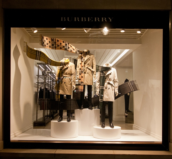 Burberry windows 2015 fall london uk retail design blog for Window design 2017