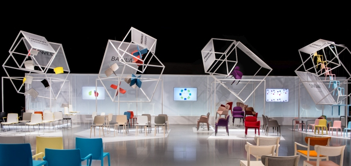 Flying boxes exhibition stand by migliore servetto for Salone del mobile tickets