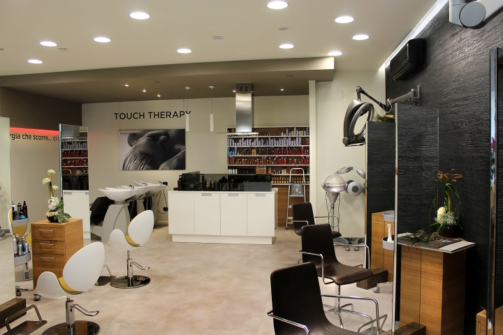 Hair stylist salon by studio 06 san maurizio italy for Element decoration salon