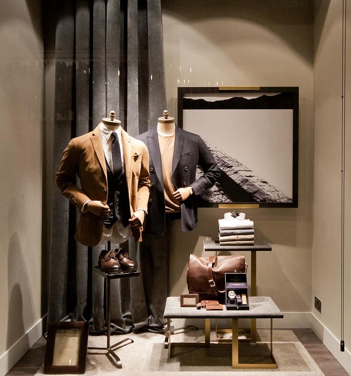 Massimo dutti windows 2015 fall london uk retail for Window design visual merchandising