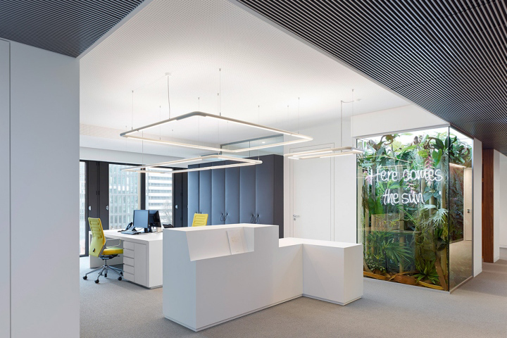 Phoenix real estate office by ippolito fleitz group for Real estate office decor