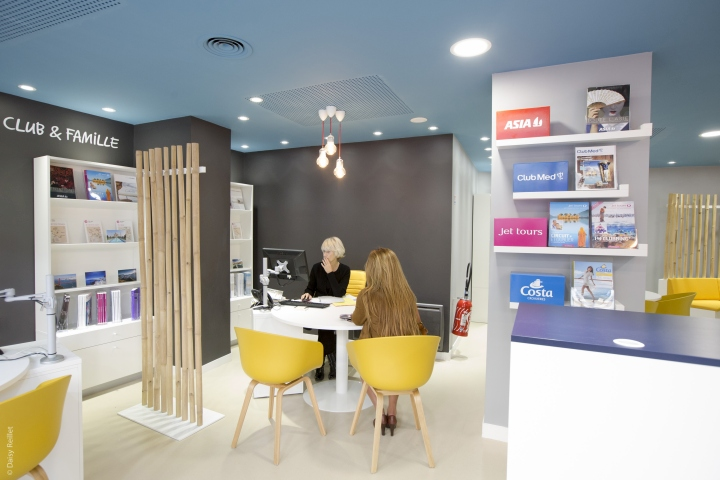 Thomas cook digital store by brio agency paris france for Travel agency interior design