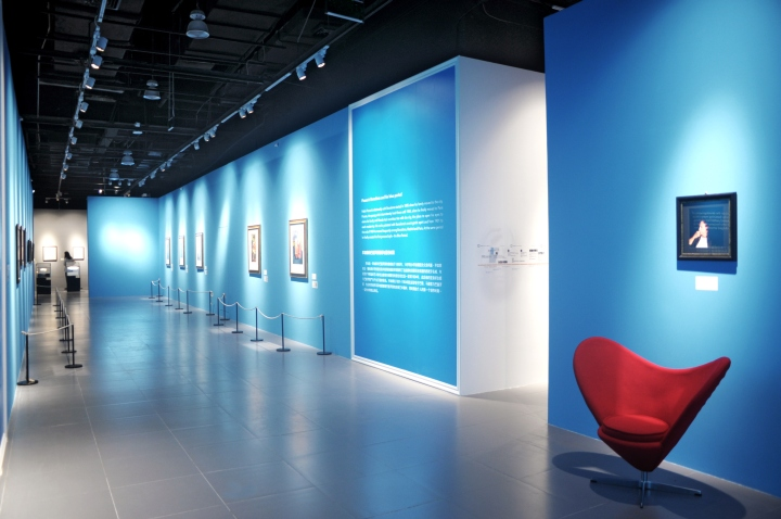 the legend of art  picasso exhibition by giraldi associati