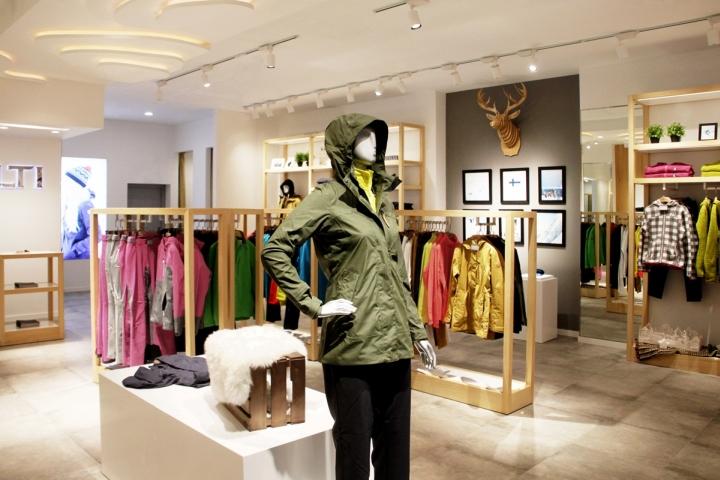 187 Halti Flagship Store By 5 Star Plus Retail Design