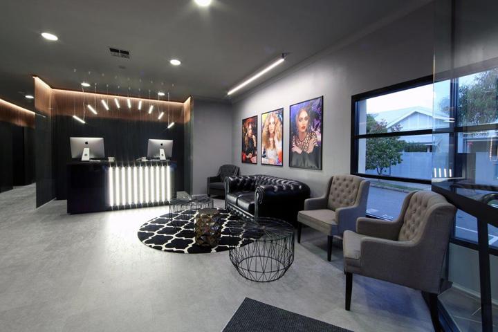 Exterior: Hairdresser » Retail Design Blog