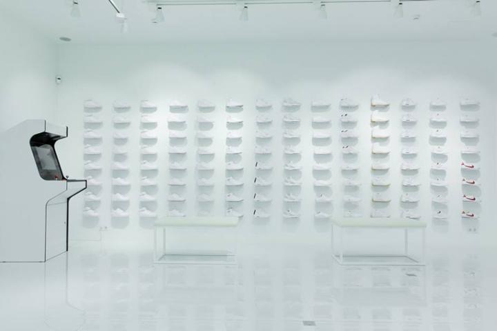 187 Sneakerhead White Store By Bureau Praktika Moscow Russia