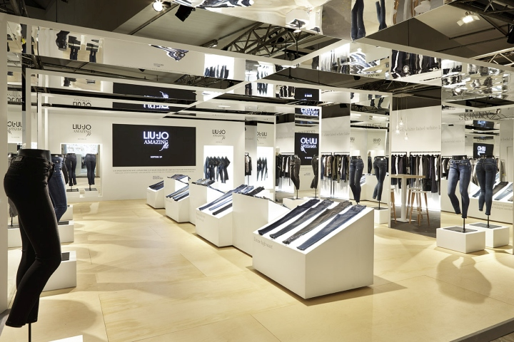 Liujo Premium Berlin Fashion Fair Booth By Christopher Ward Berlin Germany Retail Design Blog
