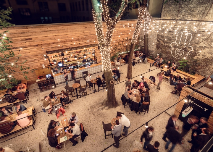 Mazeltov Bar By 81font Amp Studio Arkitekter Budapest