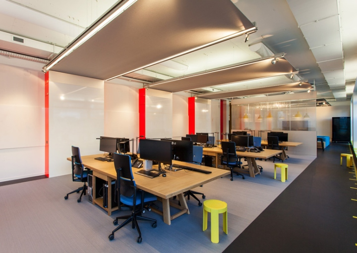 Smartdigital office by iondesign berlin germany for Interiores de oficinas minimalistas