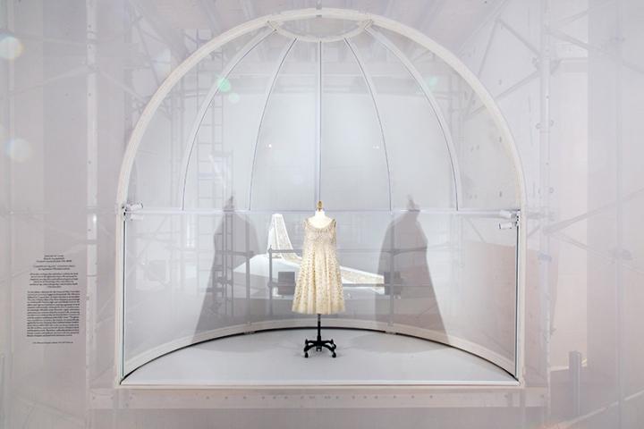 Manus X Machina Exhibition By Oma New York City Retail