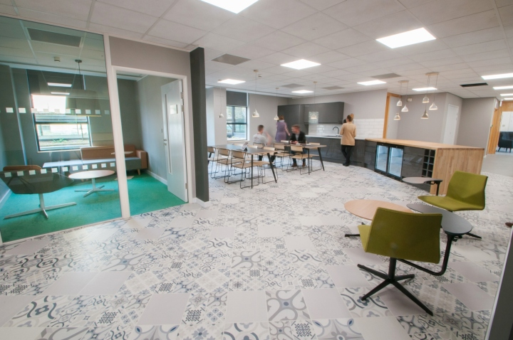 Actual experience bath office by amarelle office interiors for Office design bristol