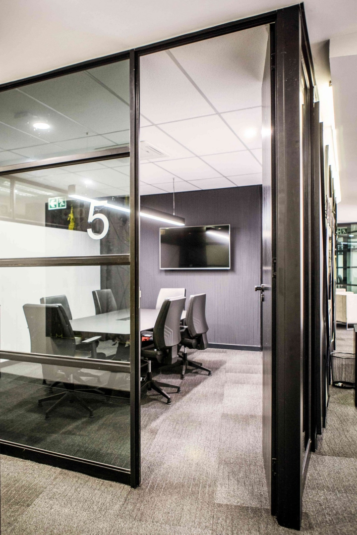 Due point financial services offices by onepointzero for Office design services