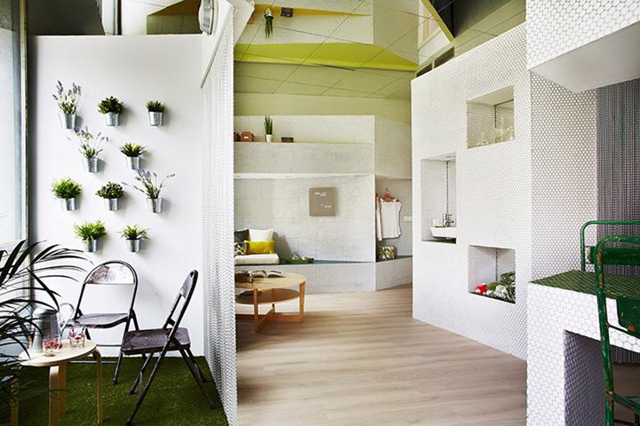 Hisbalit mosaic glass covered apartment by zooco estudio - Zooco estudio ...