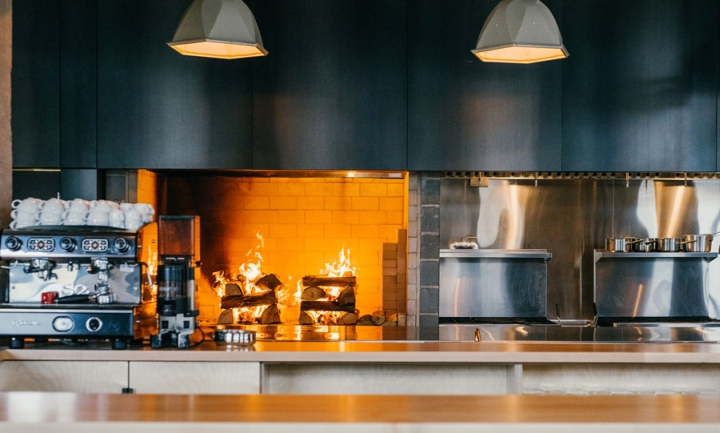 Hoogan et beaufort restaurant by appareil architecture for Equipement de restaurant montreal