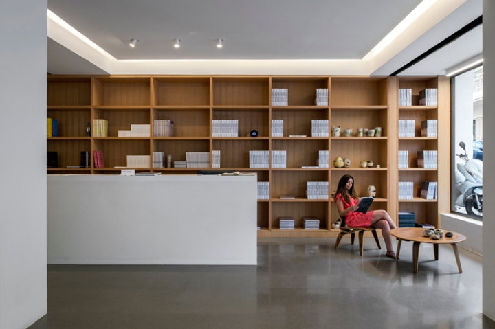 Saleh barakat gallery by left beirut lebanon retail for Office design hamra