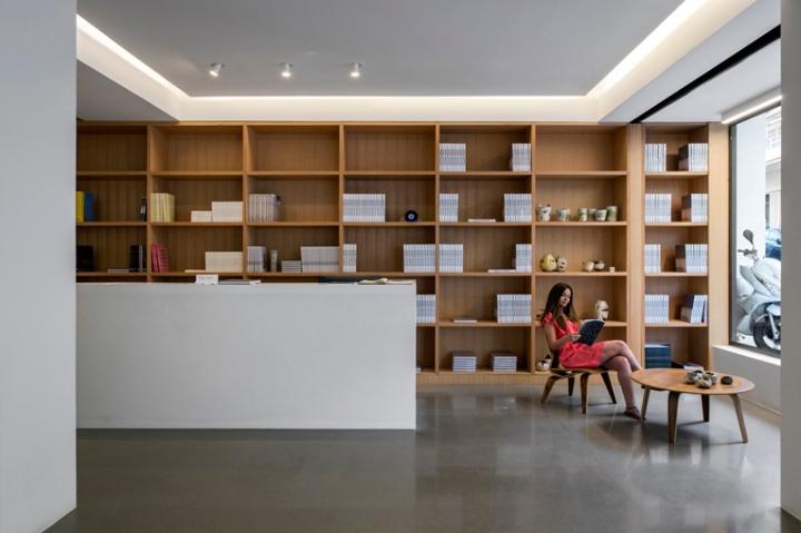 Saleh barakat gallery by left beirut lebanon retail for Office design hamra