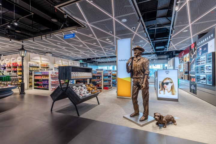 Terminal 2 duty free shop by gruschwitz umdasch for Design online shop