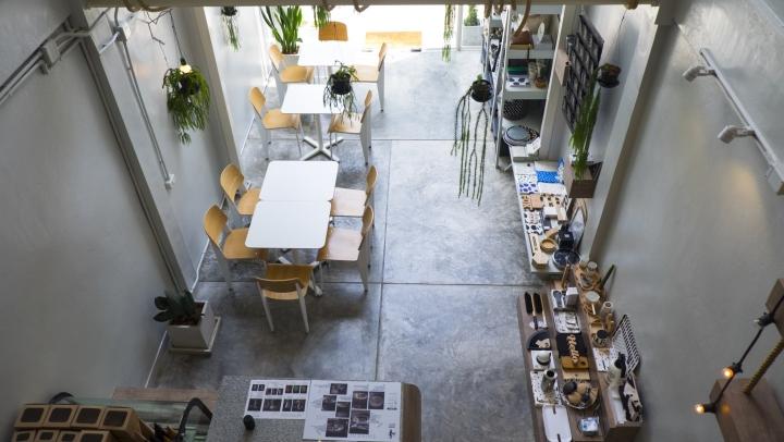 Segundo piso del café.