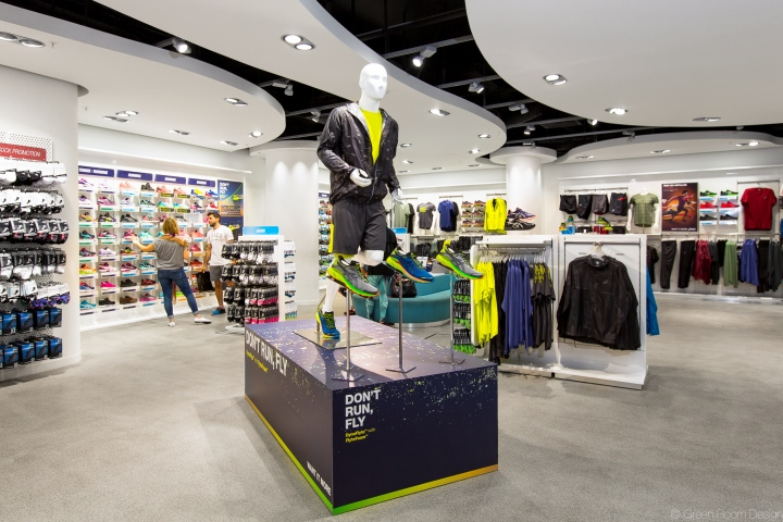 Asics dynaflyte campaign by green room design retail for Green room retail design
