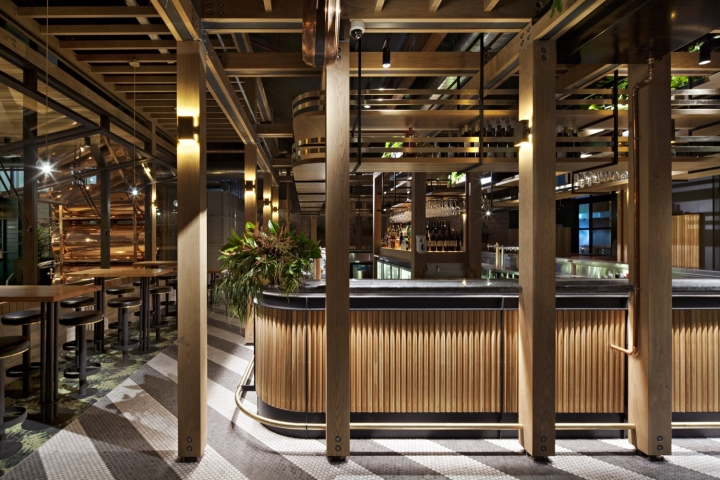 The Flinders Lane Pub is a completely new pub built on the south side  Flinders Lane, opposite to the entrance to the 101 Collins St office tower.
