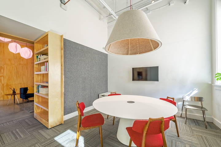 Thnk offices by evoke international design vancouver for Office design vancouver