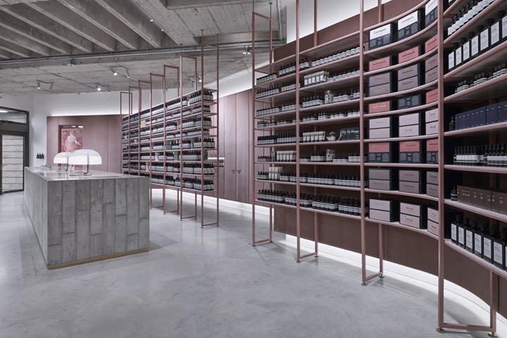 极简风散发平静的美感,慕尼黑Aesop护肤品店面设计