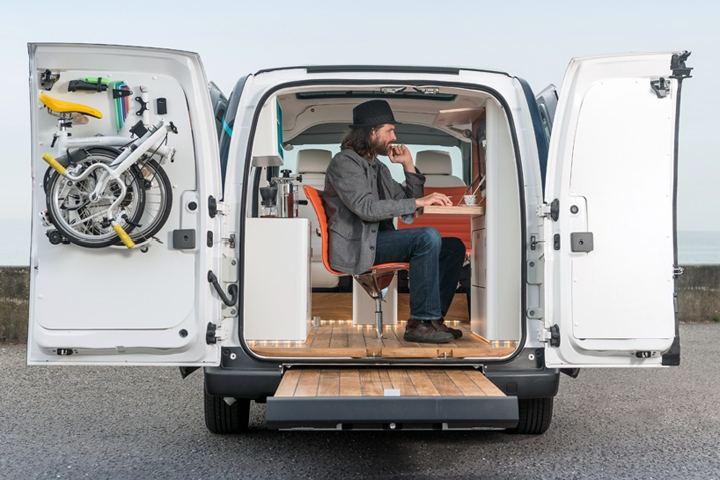 on wheels features an integrated fold-out desk; touchscreen computer