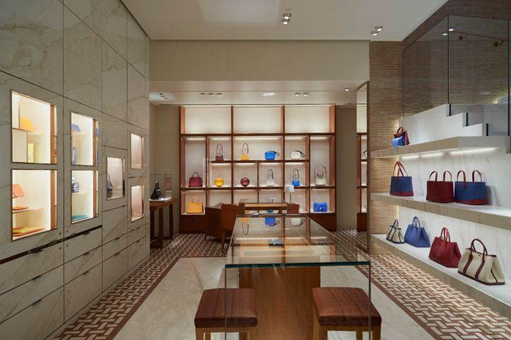 23b47404d95 The history of Hermès in Italy dates back to the 1950s