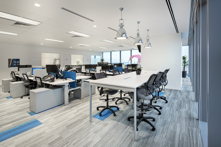 Trading technologies office by kyoob id singapore for Technology office design
