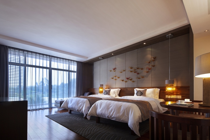 the major consideration for the designer is how to coordinate reasonably the various complicated functions of the hotel and put them into an integrated - Design Consultant
