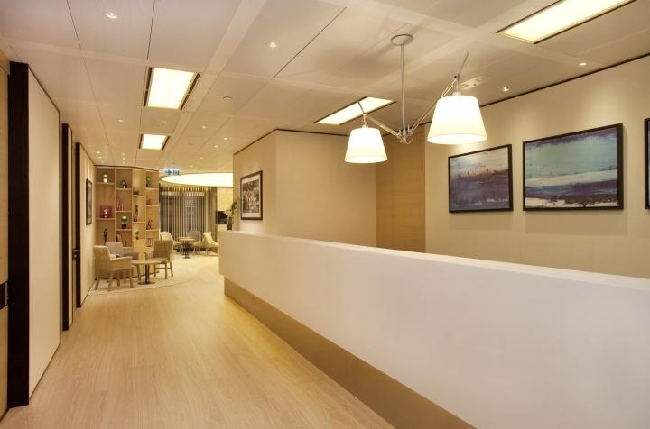 q9 orthopaedic spine centre by clifton leung design workshop hong kong retail design blog. Black Bedroom Furniture Sets. Home Design Ideas