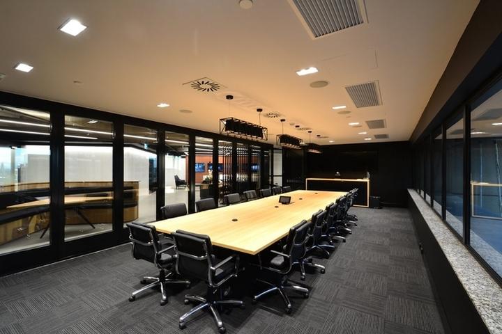 Design: Sheldon Commercial Interiors Photography: Tara Gunasekera