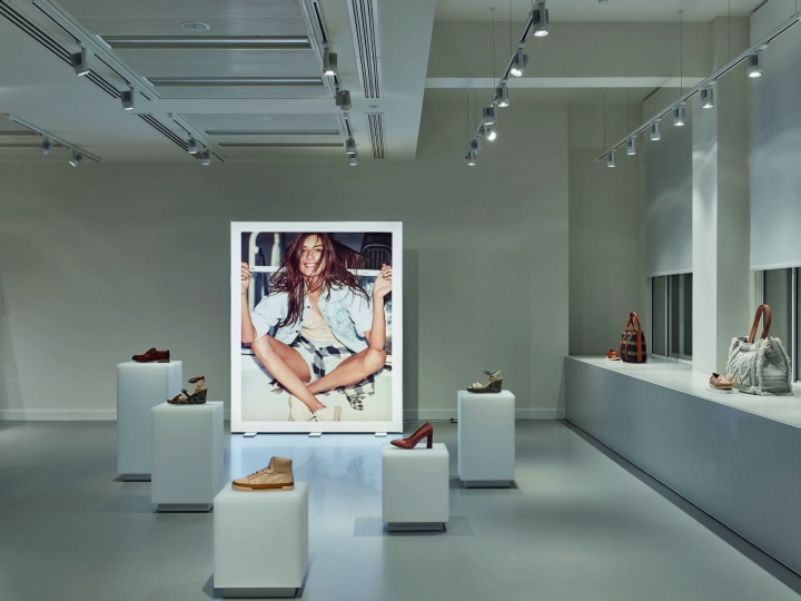 187 Unibox Illuminates Clarks Russell Square Showroom