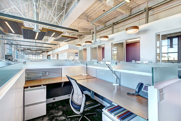 Id studios has designed the new offices of real estate and financial services company jll located in la jolla california commercial real estate services