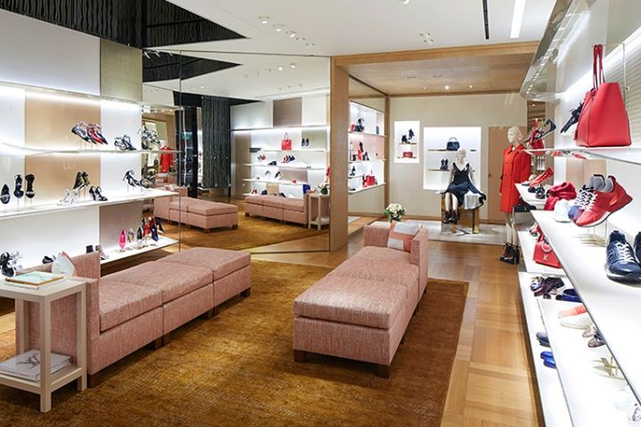 Louis Vuitton store renewal by Jun Aoki and Peter Marino 92df71f52d05a