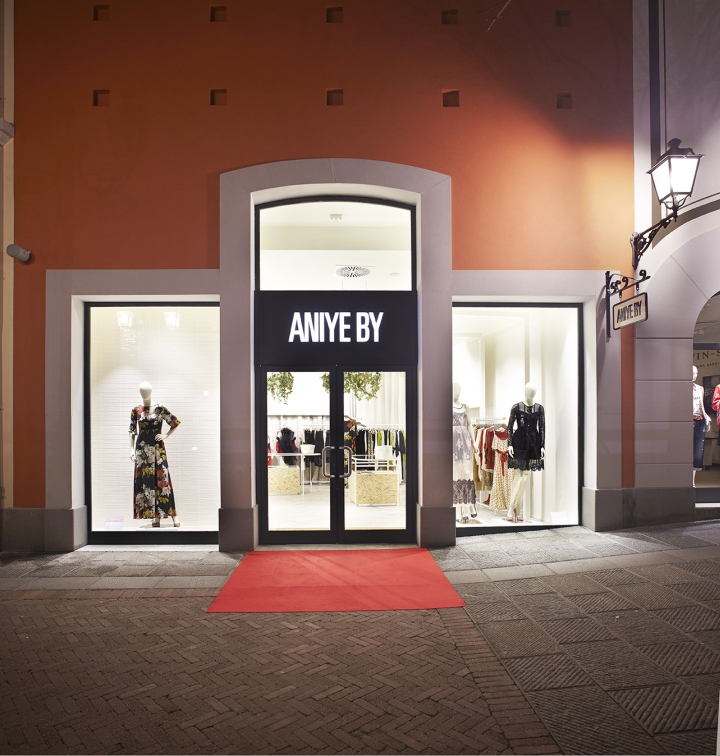 Aniye by outlet by christopher ward barberino del mugello for Outlet del design