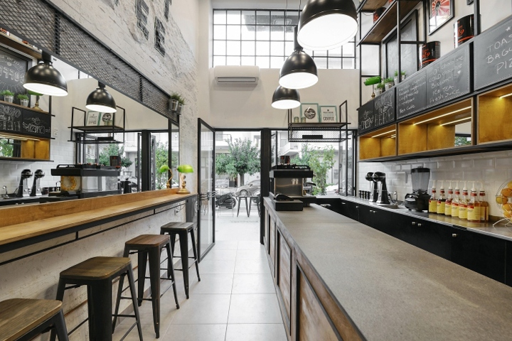 Daily Dose is a small coffee bar that is located next to Justice city hall  of Kalamata. The inner of the store consisting of a 20 m2 floor plan 1d4139a44c5