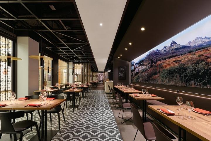 Maredo flagship restaurant by ippolito fleitz group for Berlin design