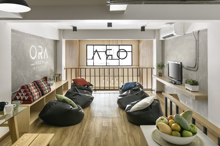 Ora hostel by sea architecture bangkok thailand for Decor do hostel