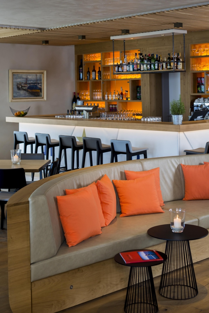 Yachtclub chiemsee by kitzig interior design for Design hotel chiemsee