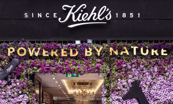 Kiehl s floral installation by prop studios london uk for Retail design agency london