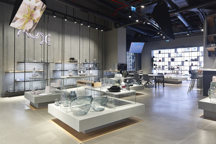 Nude showroom, which was designed and implemented by Demirden Design,  invites visitors to sophisticated world with its simple and elegant design.