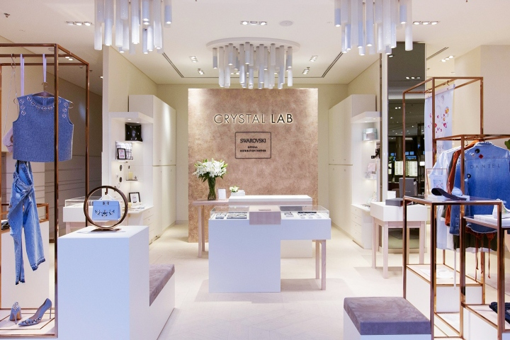 For the Swarovski Crystal Lab at Robinsons Mall in Dubai a flexible store  concept was developed in order to enable versatile Visual Merchandising at  the ... 8c3a014204c1