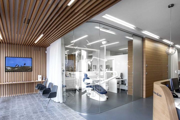 Lago dental clinic by gespronor a coru a spain retail design blog for Dental clinic interior design concept