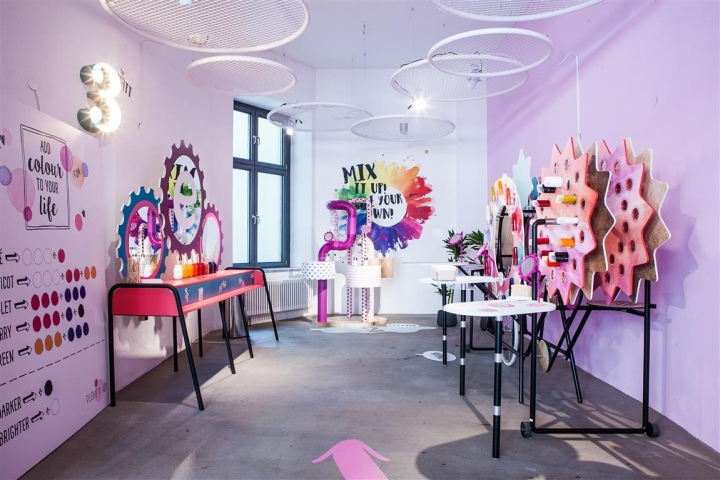 essence maker shop pop up by arno berlin germany retail design blog. Black Bedroom Furniture Sets. Home Design Ideas