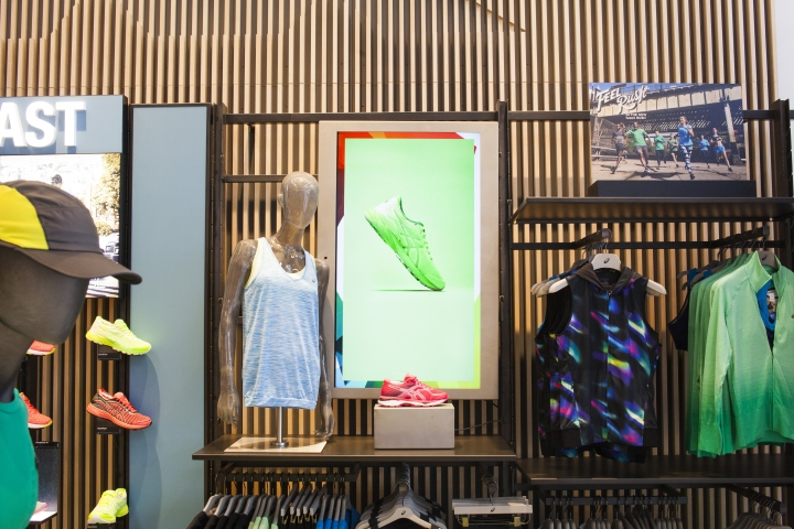 Asics retail concept by green room brussels belgium for Green room retail design