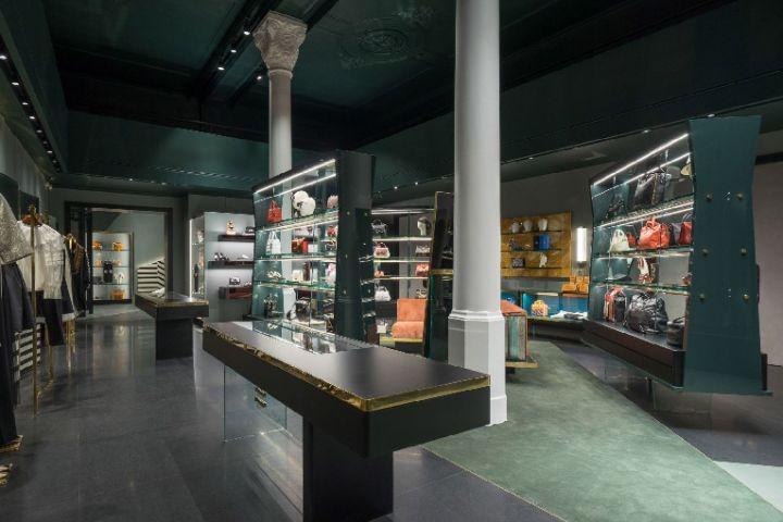 Fr boutique by roberto baciocchi bologna italy for Boutique bologna