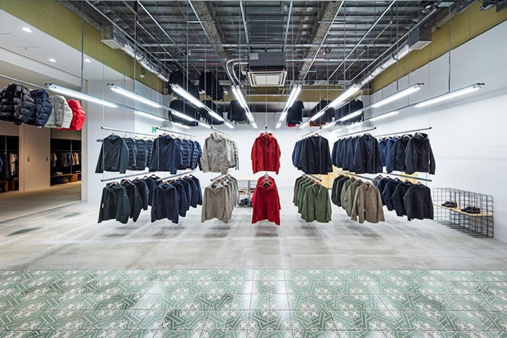 Along with the gradual expansion from cult skiwear to full men s and  women s wardrobe collections, Descente Blanc is rolling out a retail  network on home ... 46a7d29ee60