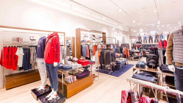 af71afdf The Tommy design team have given the look of the new store a nautical  accent, which underlines Tommy Hilfiger's personal sources of inspiration.